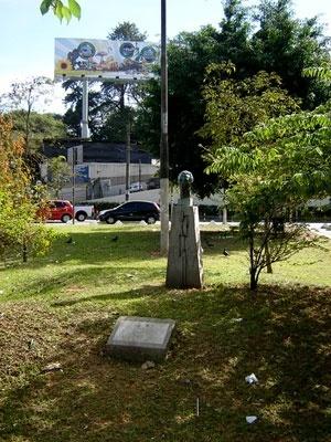Praça John Graz - Seu único freqüentador é o busto de John Graz
