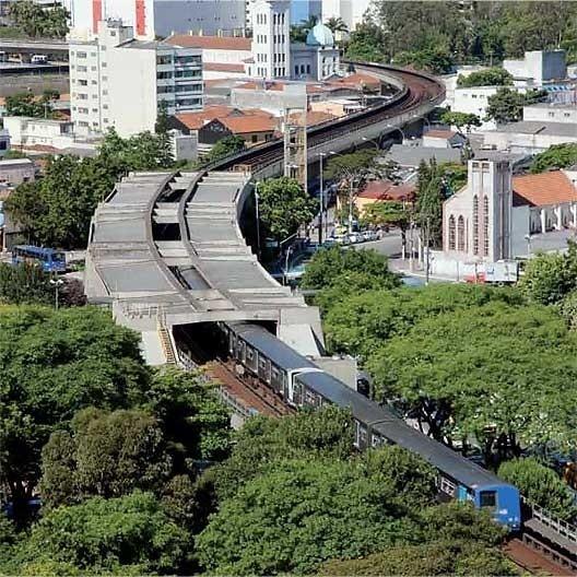 """Estação Ponte Pequena de metrô, atual Estação Armênia, linha 1, São Paulo. Marcello Fragelli (coordenador) e equipe de arquitetos<br />Foto Nelson Kon  [FRAGELLI, Marcelo. """"Quarenta anos de prancheta""""]"""