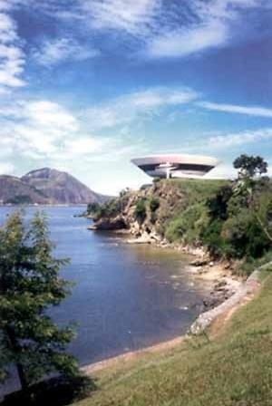 Museu de Arte Contemporânea, MAC, Niterói, RJ, Brasil. Arquiteto Oscar Niemeyer<br />Foto Paul Meurs