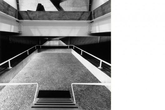 Loja Forma, São Paulo, 1987. Arquiteto Paulo Mendes da Rocha<br />Foto Nelson Kon