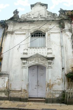 Fig. 1 - Fachada da Capela Pombo [Domingos Oliveira, 2007]