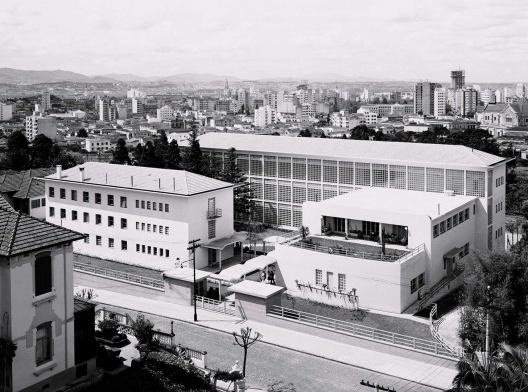Instituto Sedes Sapientiae, vista externa do conjunto, São Paulo, 1940-1942. Arquiteto Rino Levi<br />Foto divulgação  [Acervo digital Rino Levi]