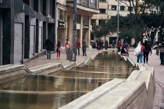 Eje ambiental de la Avenida Jiménez, Bogotá. Arq. Rogelio Salmona, 2001<br />Foto Maria Claudia Levy