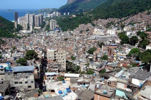 Comunidade da Rocinha, Rio de Janeiro<br />Foto divulgação / M&T Mayerhofer  [Plano Diretor Sócio-Espacial da Rocinha]