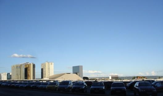 Teatro Nacional em segundo plano e os edifícios do SBN (Setor Bancário Norte)<br />Foto Eduardo Pierrotti Rossetti