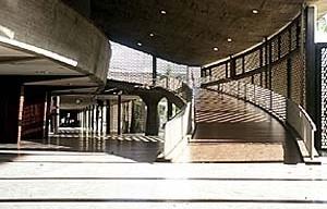 Plaza Cubierta, Ciudad Universitaria de Caracas, Carlos Raúl Villanueva. Entrada da Aula Magna, 1952-1953