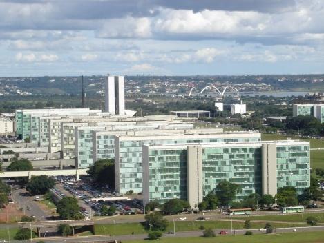 Blocos ministeriais da Esplanada. Notem-se as conexões com os anexos sobre a via N2<br />Foto Eduardo Pierrotti Rossetti