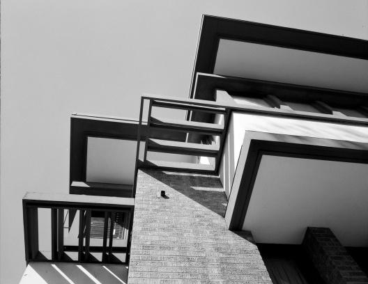Emil Bach House, detalhe dos brises, North Sheridan Road, Chicago, Estados Unidos, 1915. Arquiteto Frank Lloyd Wright<br />Foto Richard Nickel, jul. 1967  [Library of Congress / U.S. Government]