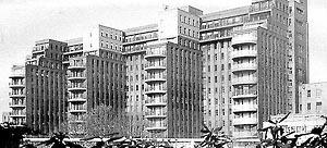 [FERMAND, C.. Les hôpitaux et les cliniques: architectures de la santé, Paris, Le Moniteur,]