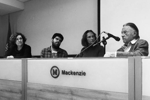 Cecília Rodrigues dos Santos, Haniel Israel, Nadia Somekh e Carlos Lemos no auditório da FAU Mackenzie<br />Foto Angélica Alvim