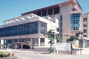 Gustavo Luis More. Suprema Corte de Justiça, Santo Domingo, República Dominicana, 2001<br />Foto Roberto Segre