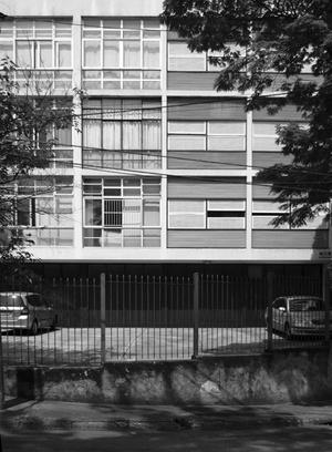 Edifício Banco Hipotecário Lar Brasileiro, Arquitetos Roberto Aflalo e Plínio Croce, Rua 02<br />Foto LEG