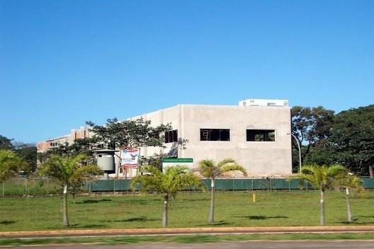Exemplo da agreção do limite a leste: impedimento da imagem da Praça dos Três Poderes<br />Foto Eliel Américo