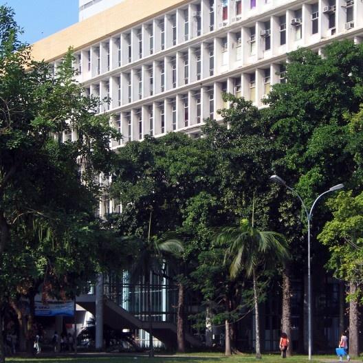 Reitoria da Universidade Federal do Rio de Janeiro, edifício que abriga também a Faculdade de Arquitetura e Urbanismo, uma das melhores do Brasil. Arquiteto Jorge Machado Moreira<br />Foto Abilio Guerra