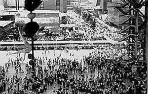 Vista da Expo'70. Fonte: OSAKA – 1970. (acessado em 16/12/01) <http://www.geocities.com/Paris/Tower/9826/f2-1970.html>