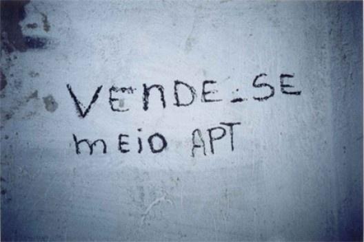 """Imagem """"Vende-se meio apartamento"""", Escritório de Integração, PUC-Minas"""