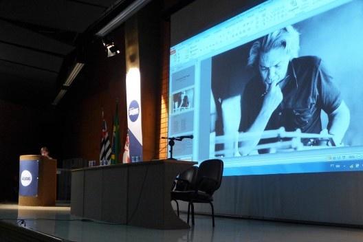 Monica Junqueira de Camargo apresenta homenagem a Vilanova Artigas, Encontro Núcleo Docomomo-SP 2015<br />Foto André Marques