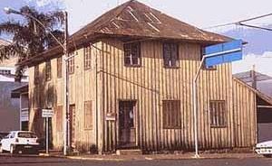 Imagem 7 – Arquitetura vernacular na avenida Miguel Soccol (via principal)