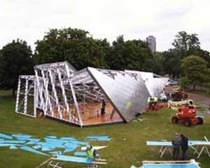 Montagem da exposição de verão da Serpentine Gallery, Londres, 2001. Daniel Libeskind