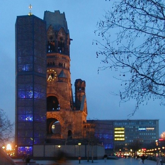 Kaiser Wilhelm Memorial Church, Berlim, arquiteto Egon Eierman<br />Foto Flup  [Wikimedia Commons]