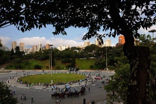 Praça Charles Miller, com piscinão no subsolo, São Paulo<br />Foto Nelson Kon