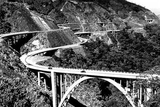 Postal com vista da serrra do mar e via Anchieta, início da década de 50 [Coleção de postais do Sr. Laire Giraud]