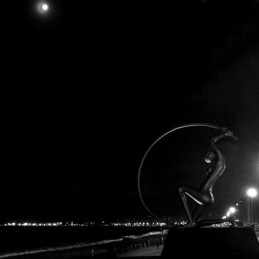 Vista noturna de Fortaleza a partir da praia de Iracema<br />Foto Abilio Guerra