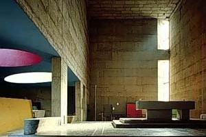 Nave da igreja 'megaron' de La Tourette [www.ad.ntust.edu.tw/grad/think/works/tourette/tourette.htm]