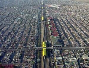 A linha B do metrô no município conurbado de Ecatepec