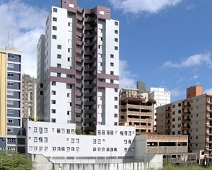 Verticalização próxima ao Campus, em cima do córrego São Bartolomeu<br />Foto Ítalo Stephan