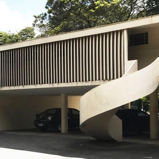 Centro Técnico de Aeronáutica – CTA, bloco de habitação atualmente. Arquiteto Oscar Niemeyer <br />Foto Rolando Piccolo Figueiredo