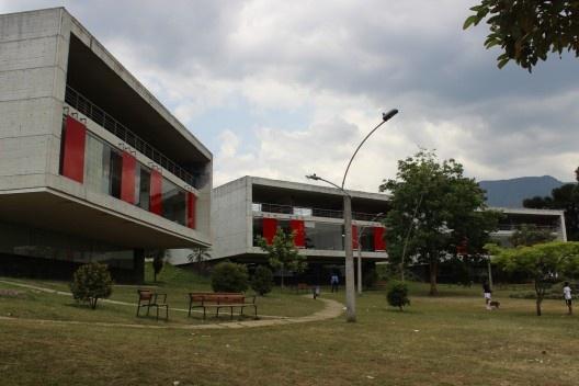 Parque Biblioteca León de Greiff, arquiteto Giancarlo Mazzanti<br />Foto Roberto Ghione