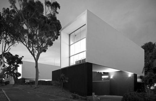 Anfiteatros da Universidade dos Açores, Ponta Delgada. Inês Lobo e Pedro Domingos, 1997-2003