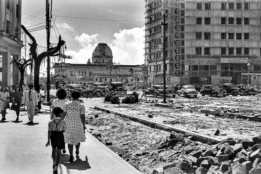 Praça da Independência, Pátio do Paraíso e cúpula do Palácio da Justiça do Estado de Pernambuco, Recife PE, 1946<br />Foto Benicio Whatley Dias  [Fundaj, ME]