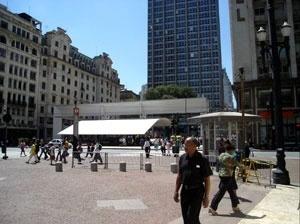 Praça Patriarca. Espaço-símbolo da relação e fluxo entre o Centro Velho e o Centro Novo. São Paulo. Angélica A.T. Benatti Alvim e Eunice Helena S. Abascal