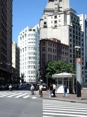 Edifício Saldanha Marinho. Projeto de 1929, de autoria de Elisiário da Cunha Bahiana, inaugurado em 1933. Angélica A.T. Benatti Alvim e Eunice Helena S. Abascal