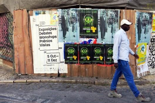 Cartazes da Trienal de Arquitectura nas ruas do centro de Lisboa<br />Foto Diego Inglez de Souza