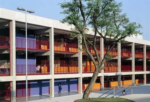 CEU Butantã, São Paulo. Arquitetos Alexandre Delijaicov, André Takiya e Wanderley Ariza <br />Foto Nelson Kon