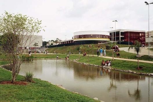 CEU Butantã, São Paulo. Arquitetos Alexandre Delijaicov, André Takiya e Wanderley Ariza<br />Foto Nelson Kon