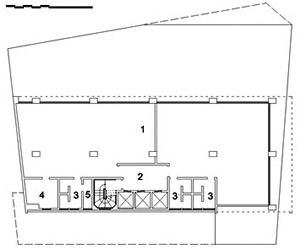 Edifício Renata Sampaio Ferreira, planta nível intermediário: 1. escritório / salas; 2. hall; 3. W.C.; 4. copa; 5. depósito / despensa
