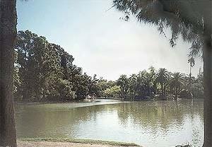 El Parque de Palermo, oficialmente denominado 3 de Febrero, inaugurado en 1874 por la acción del Presidente Sarmiento, continúa siendo el más importante ejemplo del país<br />Foto SB, 2000