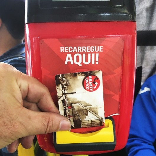 Carregador de créditos em Bilhete Único situado dentro dos coletivos <br />Foto Abilio Guerra