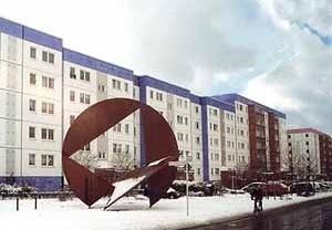 Obra de Amílcar de Castro no Bairro Amarelo em Berlim-Hellersdorf. Coordenação de fabricação e montagem: Pedro Moreira