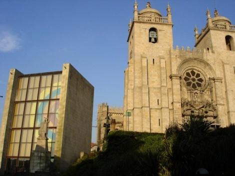 Fig. 1 - Casa dos 24, e Sé Catedral, fachadas Poente<br />Foto Francisco Portugal e Gomes