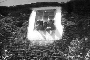 Fig. 2 - Inquérito à Arquitetura Popular Portuguesa, 1956-1960<br />Foto António Meneres