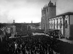 Fig. 13 - Sé do Porto, Comemorações do Duplo Centenário, 1940<br />Foto Domingos Alvão
