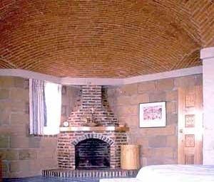 Directrices poligonales irregulares. Casa habitación en Cuernavaca, Morelos. 1989. Bovedero Manuel Perrusquia