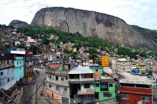 Favela da Rocinha, Rio de Janeiro RJ Brasil<br />Foto Chensiyuan  [Wikimedia Commons]