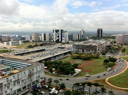 Centros comerciais diante da plataforma rodoviária, Brasília<br />Foto Abilio Guerra