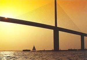 Ponte Skyway na Baia de Tampa, Florida, EUA   [BROWE, Lionel. Bridges, Ed. Smithmark, Nova York, 1996]